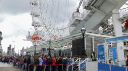 London Ey kø av turister foto
