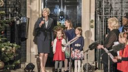 Theresa May julepyntet Downing Street foto