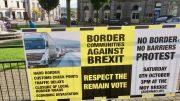 Plakat av brexit-protest i Clones. Foto.