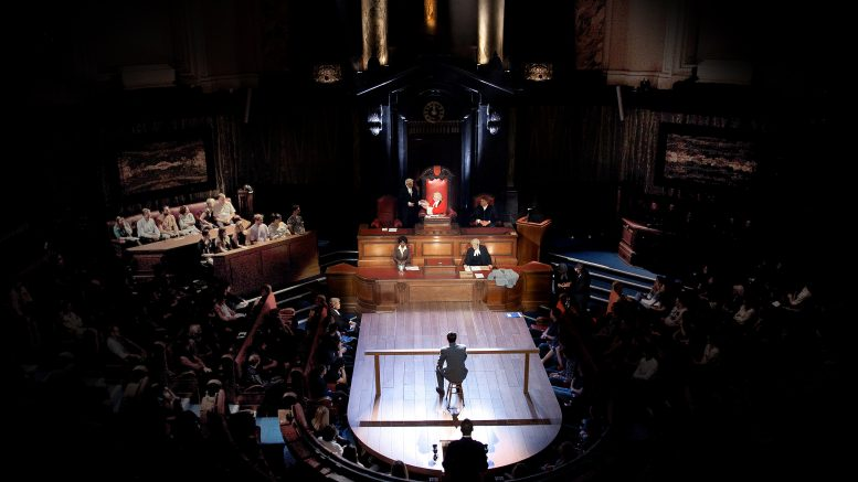 """Witness of the Prosecution"" London County Hall teater foto"