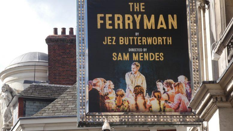 Plakat av teaterstykke The Ferryman Foto