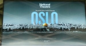 Oslo - teaterplakat National Theatre foto