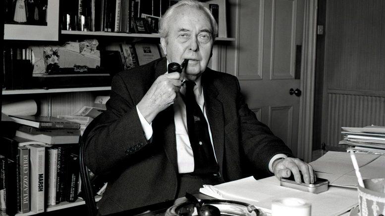 Harold Wilson med pipe. Foto