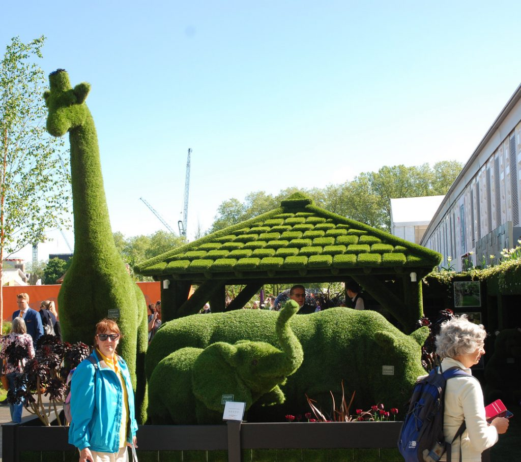 Kunstgress- giraff - utstilling Chelsea Flower show foto