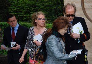 Helena Bonham Carter og Bill Nighy på Chelsea Flower Show. foto