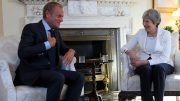 Theresa May og Donald Tusk i Downing Street 10 Foto