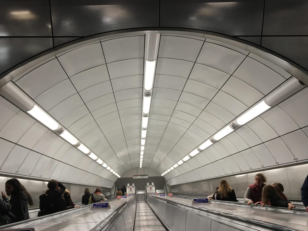 Tottenham Court Road tube. Foto rulletrapp