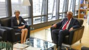 EU-kommisjonens sjef Jean-Claude Juncker og Theresa May Foto