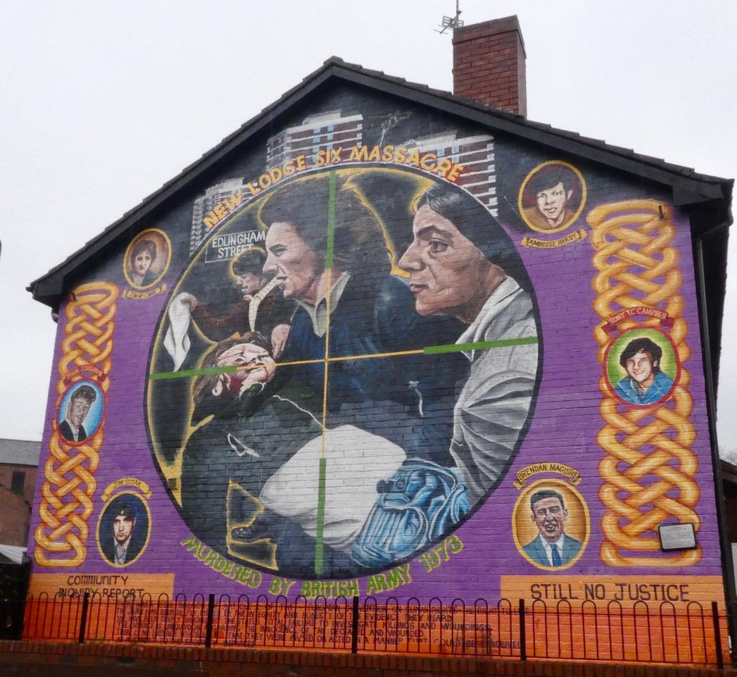 Mur som minnes seks menn drept i New Lodge-området i Belfast i 1973. Foto