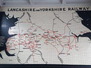Mosaikken som viser Lancashire & Yorkshire Railway. Foto