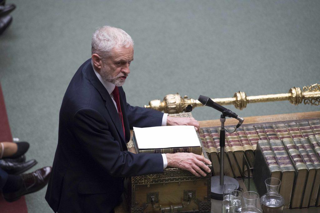 Labour-leder Jeremy Corbyn taler i Underhuset Foto