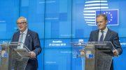 EU-kommisjonens sjef Jean-Claude Juncker (tv) og EUs president Donald Tusk under pressekonferansen om utsettelse av brexit. Foto