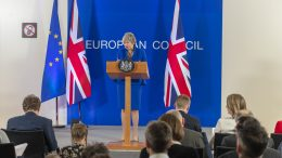 Theresa May i Brussel pressekonferanse. Foto