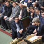 Theresa May på talestolen i Underhuset. Foto