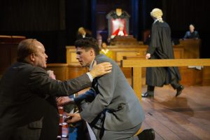 """En scene fra """"Witness for the Prosecution"""". Foto"""