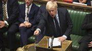 Boris Johnson på talestolen i Parlamentet. foto