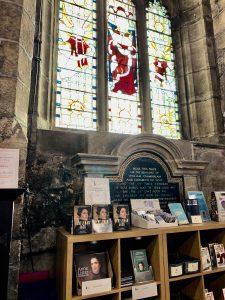 Fra domkirken i Halifax - salg av bøker. Foto