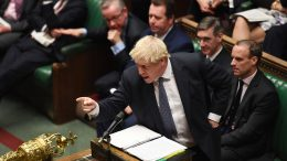 Boris Johnson i Parlamentet. Foto