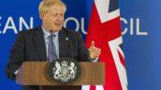 Boris Johnson på pk i Brussel. Foto