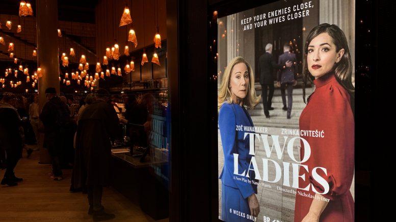 Teaterplakat Two Ladies. foto