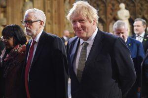 Jeremy Corbyn og Boris Johnson under åpningen av Parlamentet. Foto