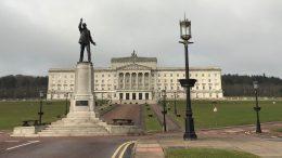 Eksteriørbilde av Stormont i Belfast. Foto