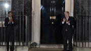 Boris Johnson og Rishi Sunak klapper for NHS utenfor Downing Street