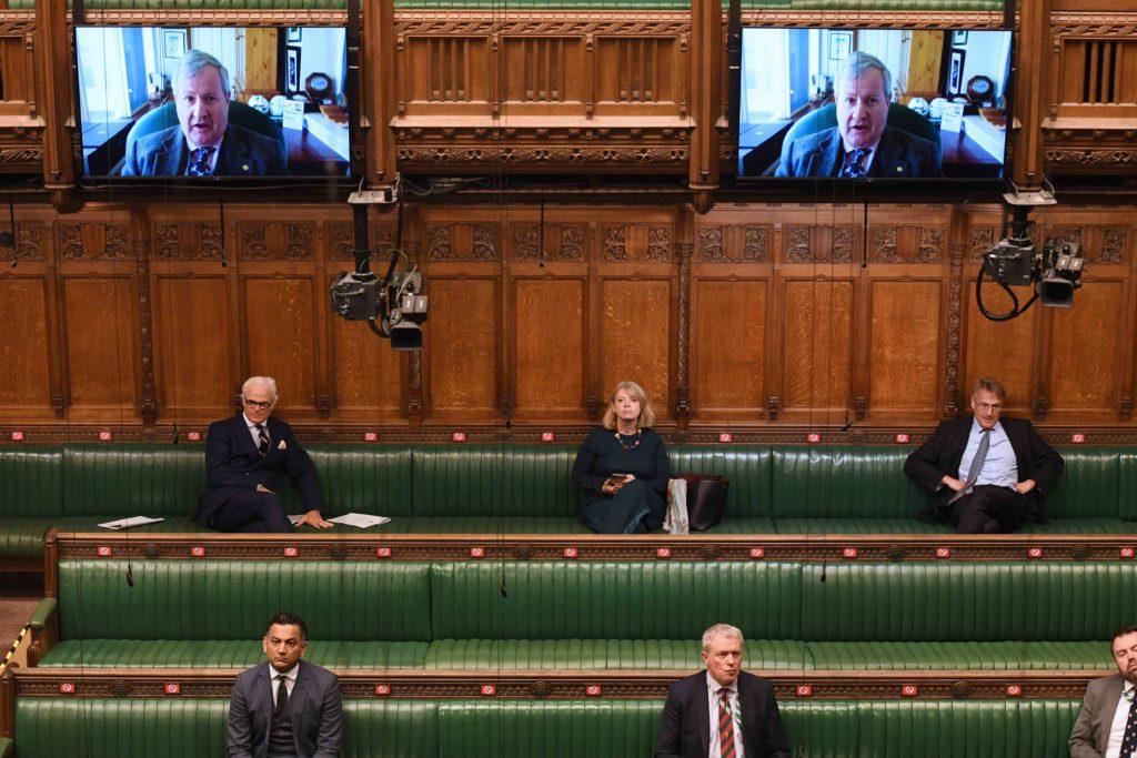 Ian Blackford, SNP, på videoskjerm i Underhuset. Foto