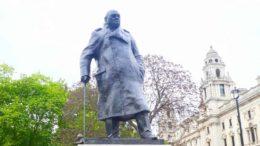 Statue Churchill utenfor Parlamentet. Foto