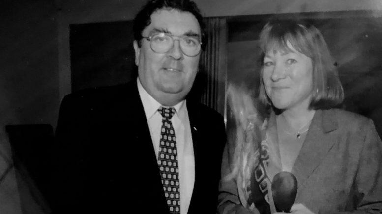 Annette Groth sammen med John Hume. Foto