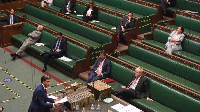 Ed Miliband i aksjon i et koronatomt Underhus. foto