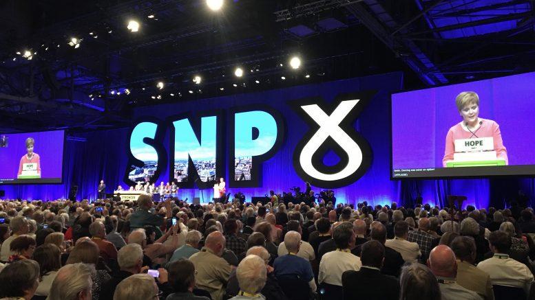 Nicola Sturgeon taler til SNPs landsmøte høsten 2019