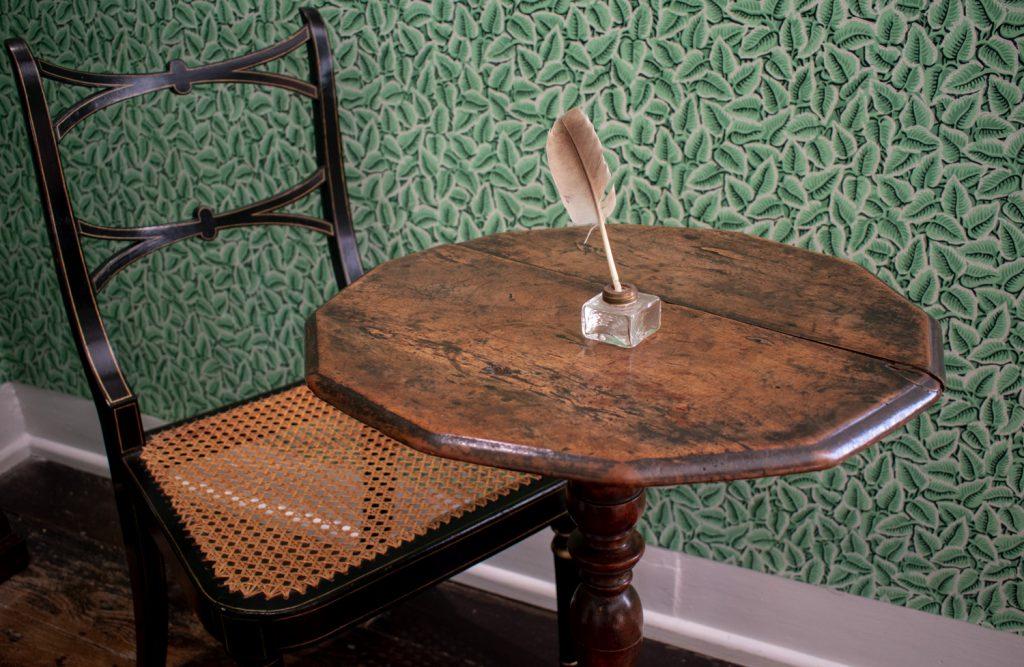 Jane Austens beskjedne skrivepult . Foto