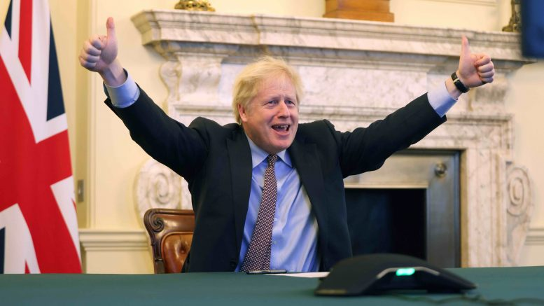 Boris Johnson jubler etter at det oppnådd enighet om brexitavtalen.