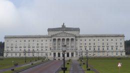 Ekstreriør Stormont-parlamentet utenfor Belfast