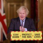Boris Johnson under pressekonferanse i Downing Street.