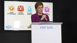 Nicola Sturgeon under koronapressekonferanse. Foto