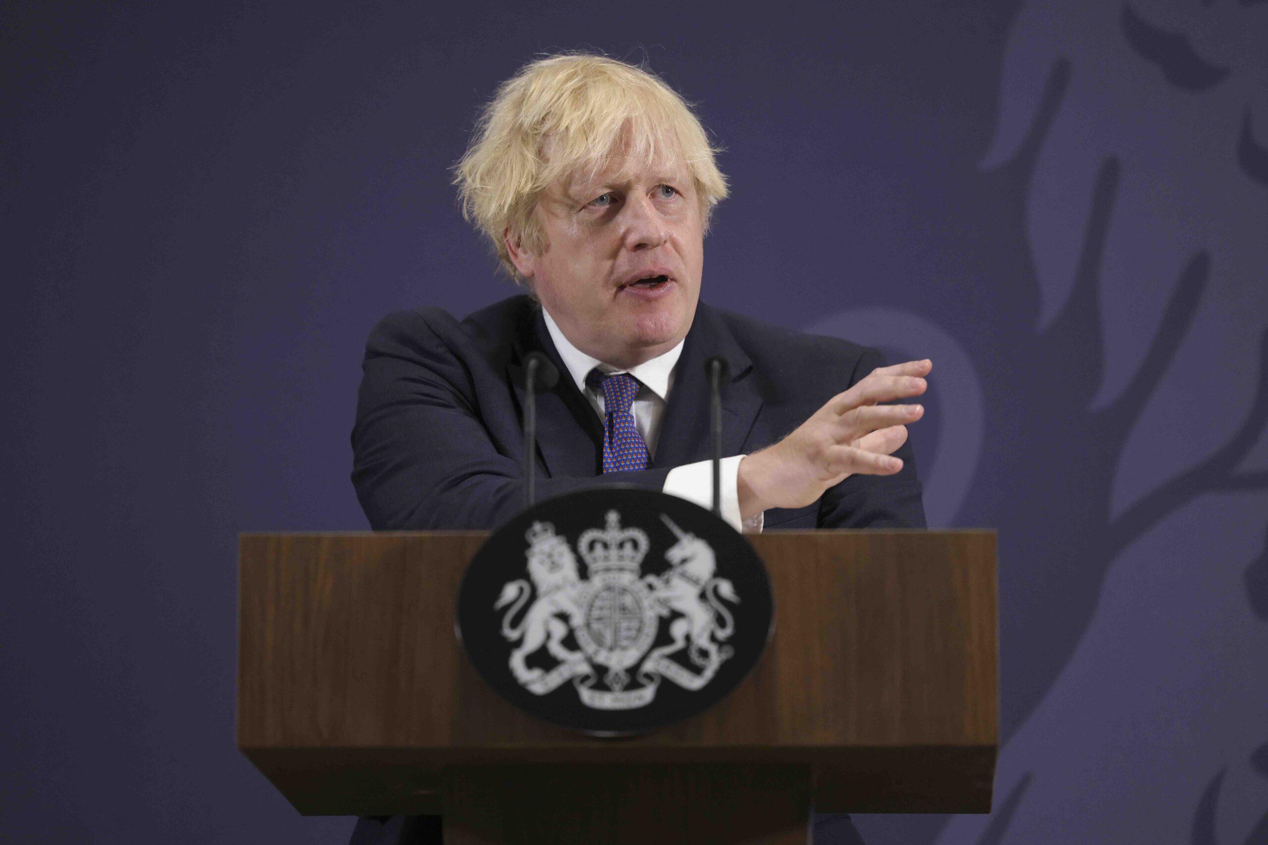 Boris Johnson på talestolen. Foto